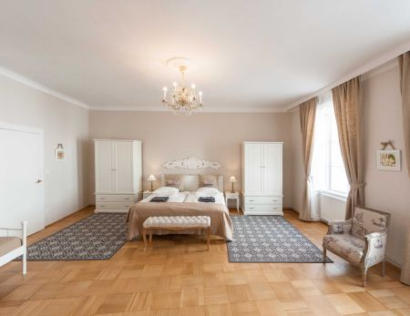 Allegro: one of the two master bedrooms
